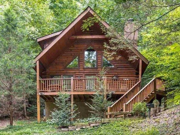 Almost Heaven Cabin in Wears Valley TN