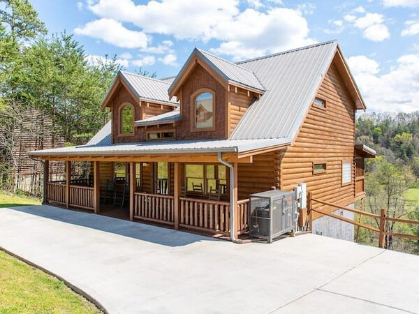 Bearfoot Pines Cabin in Sevierville, TN